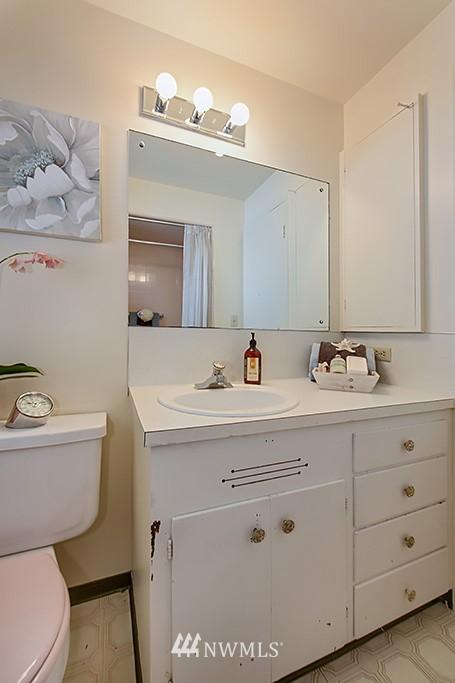 Sold Property | 3514 W Dravus Seattle, WA 98199 10