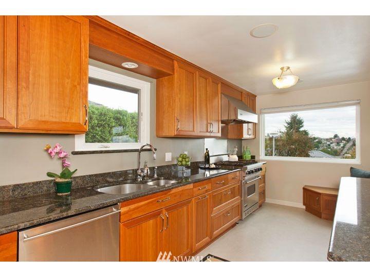 Sold Property   2545 37th Avenue W Seattle, WA 98199 10