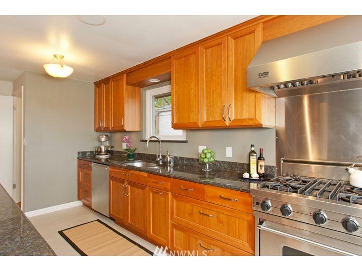 Sold Property   2545 37th Avenue W Seattle, WA 98199 11
