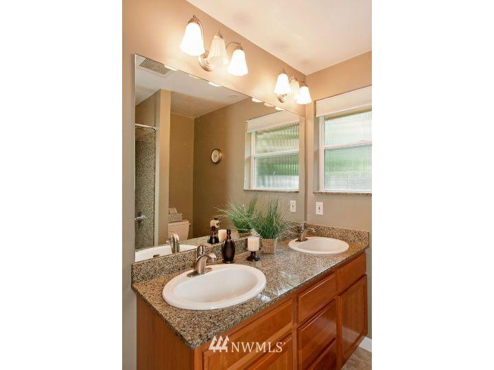 Sold Property   2545 37th Avenue W Seattle, WA 98199 15