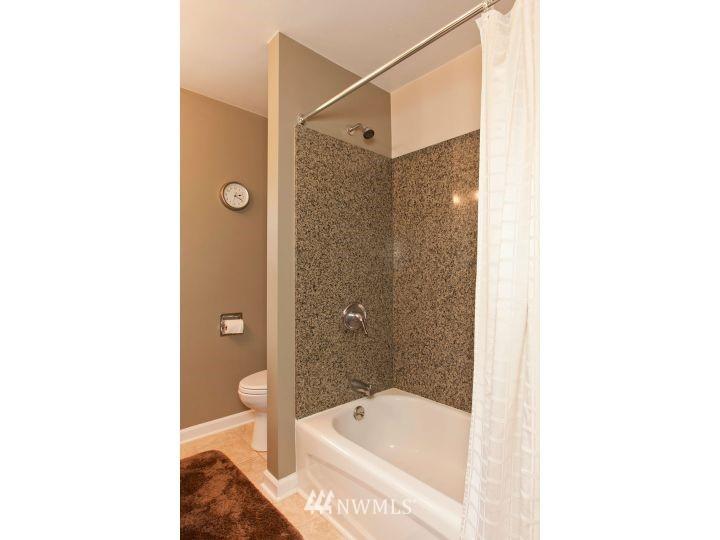 Sold Property   2545 37th Avenue W Seattle, WA 98199 16