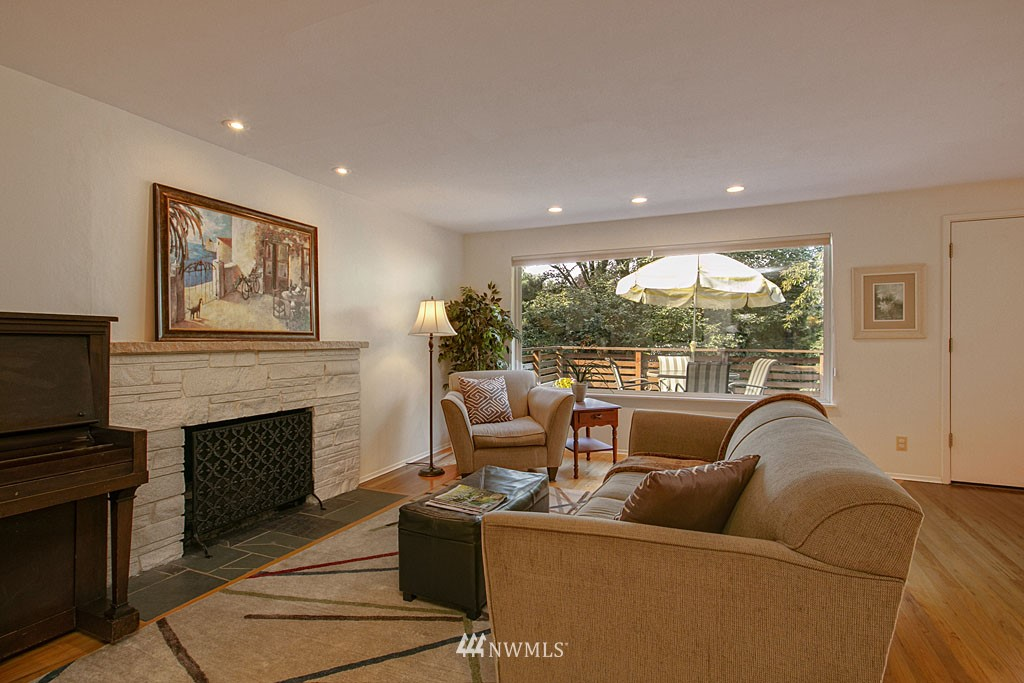 Sold Property   7527 28th Avenue NE Seattle, WA 98115 3