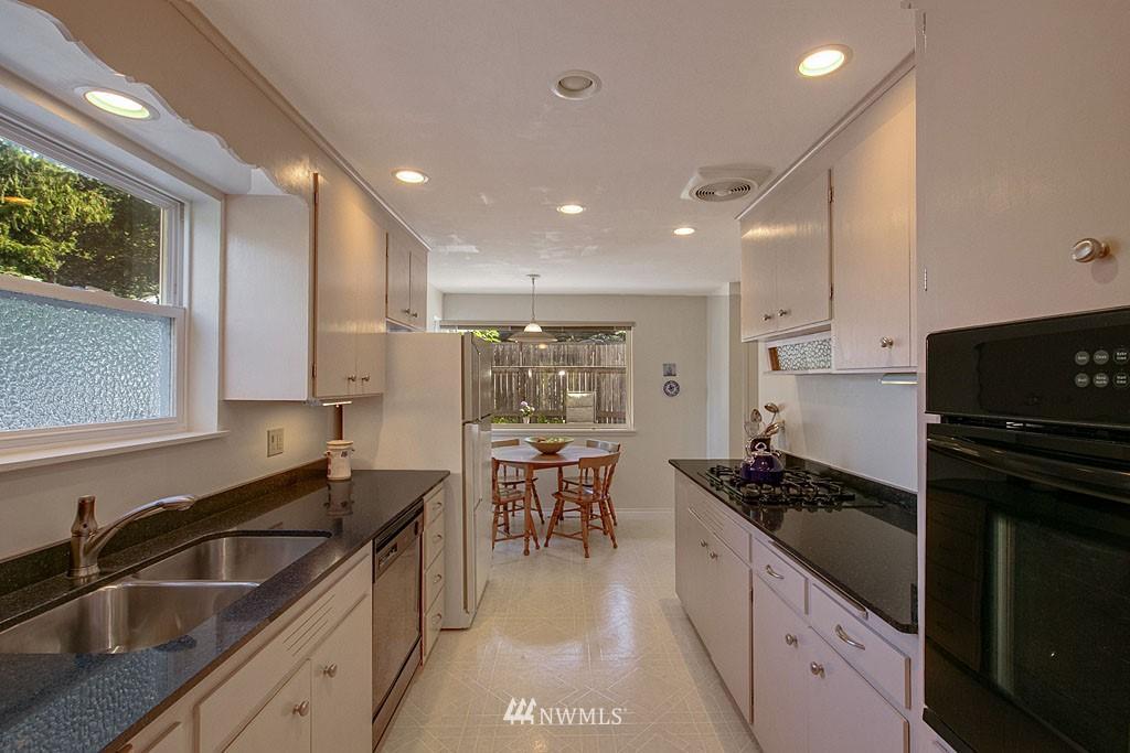 Sold Property   7527 28th Avenue NE Seattle, WA 98115 6