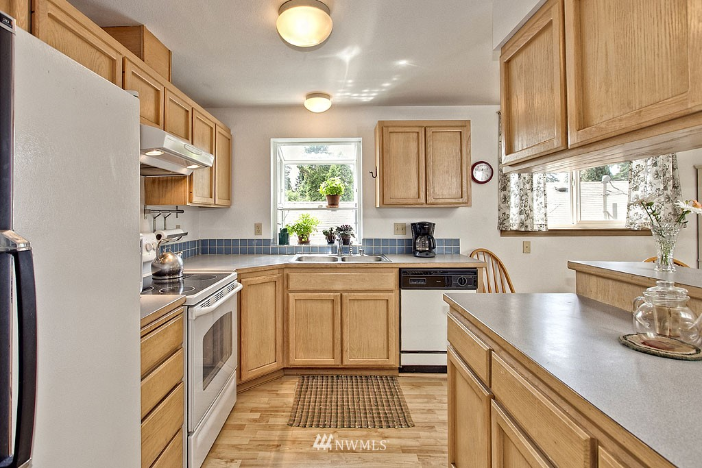 Sold Property | 14332 Wayne  Place N Seattle, WA 98133 3