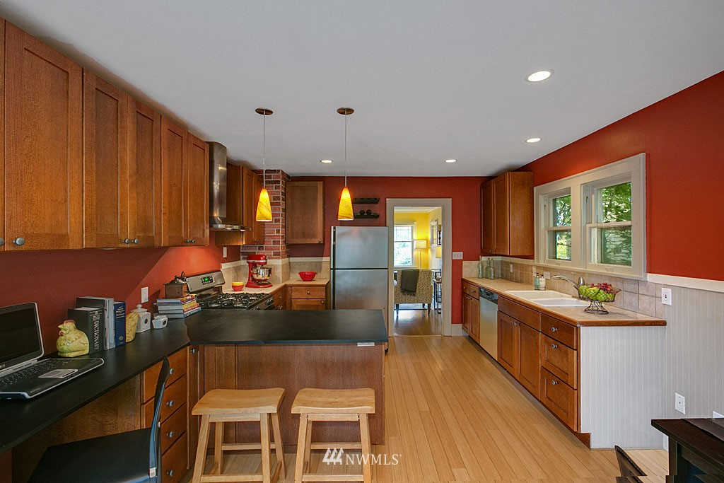 Sold Property   832 NW 67th Street Seattle, WA 98117 4