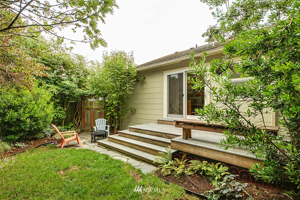 Sold Property   832 NW 67th Street Seattle, WA 98117 10