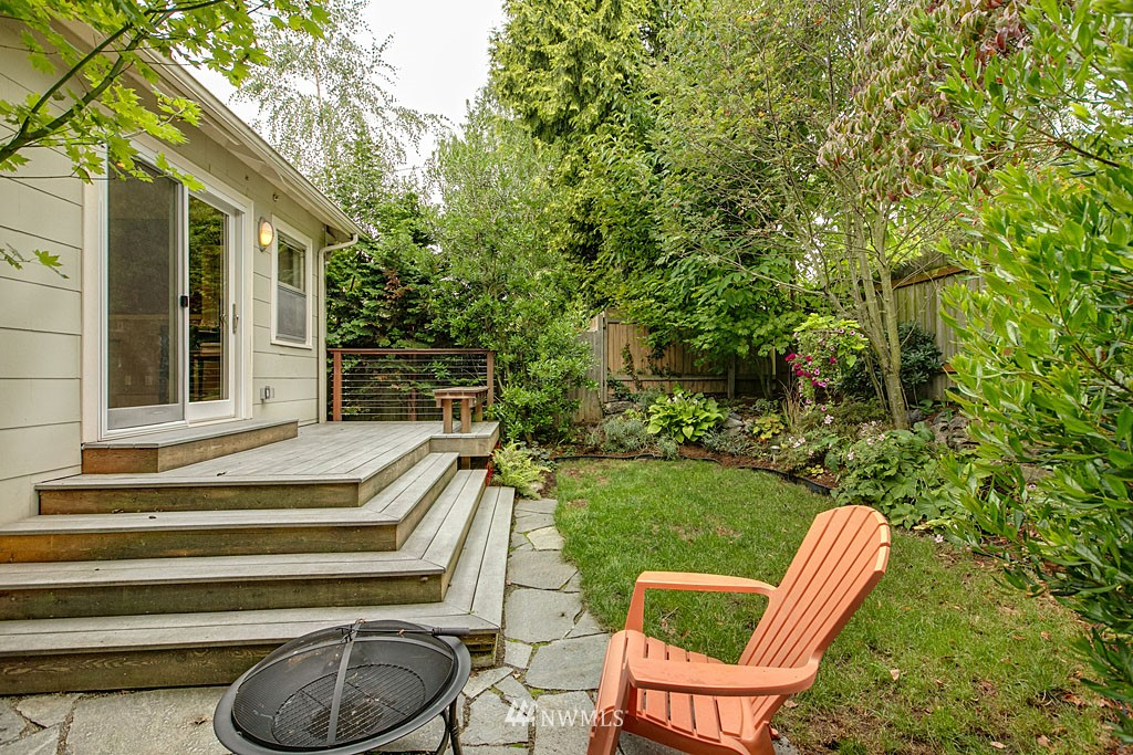 Sold Property   832 NW 67th Street Seattle, WA 98117 11