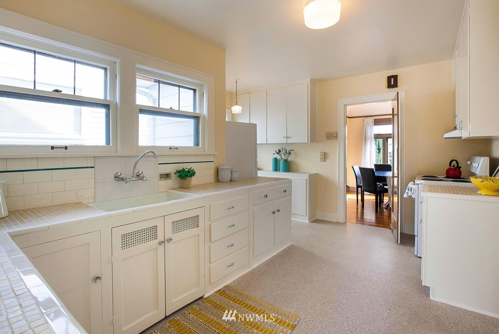 Sold Property   7515 9th Avenue NW Seattle, WA 98117 4