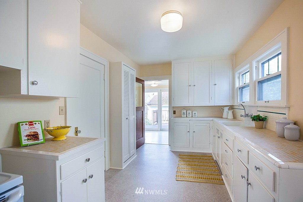 Sold Property   7515 9th Avenue NW Seattle, WA 98117 5