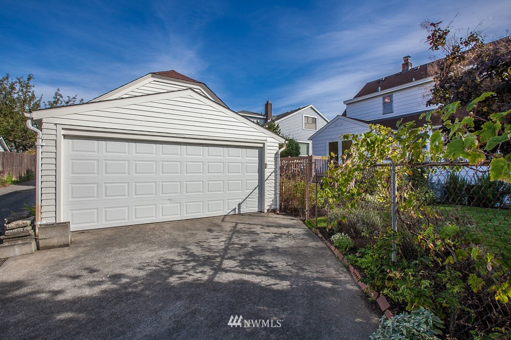 Sold Property   7515 9th Avenue NW Seattle, WA 98117 15