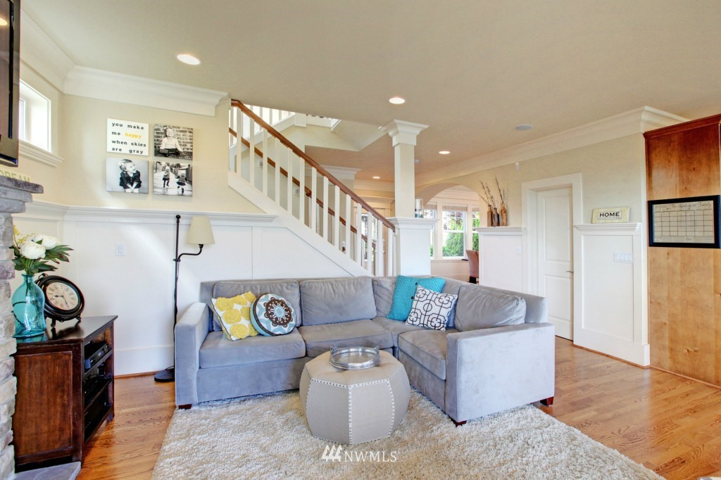 Sold Property | 1024 W Ruffner Street Seattle, WA 98119 5