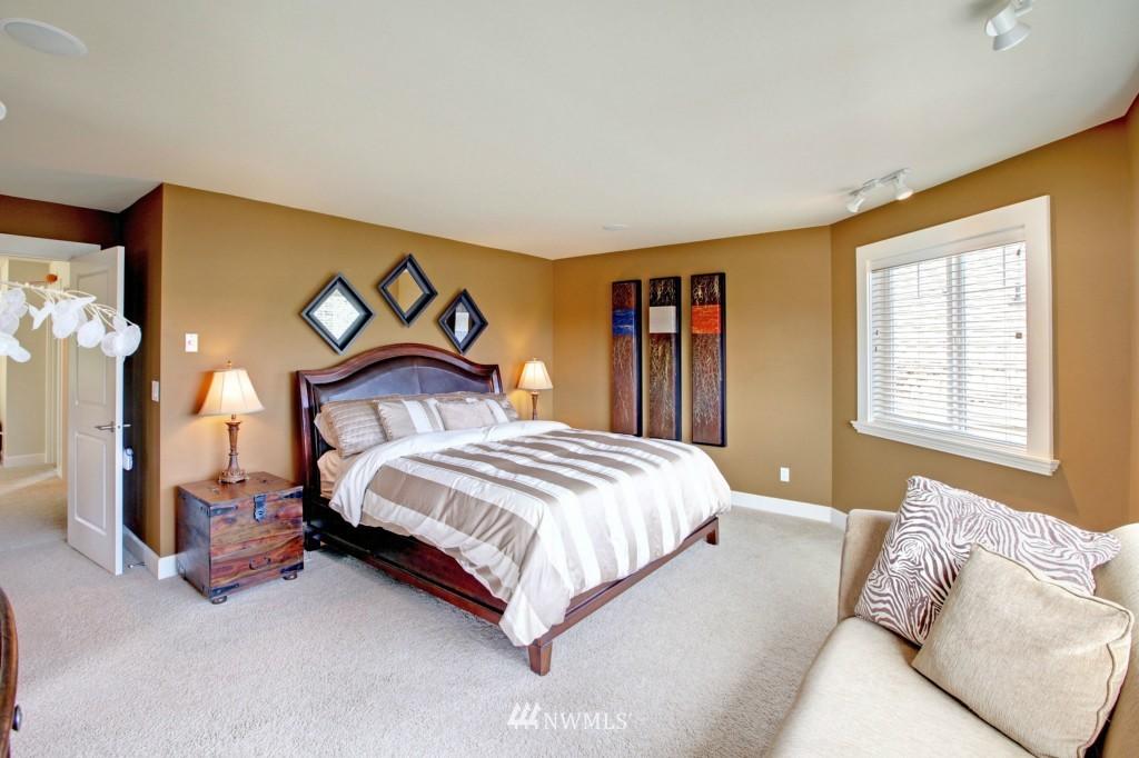 Sold Property | 1024 W Ruffner Street Seattle, WA 98119 10
