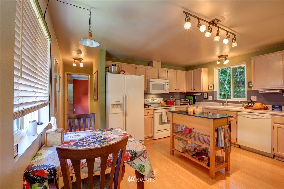 Sold Property | 414 NE 95th Street Seattle, WA 98115 12