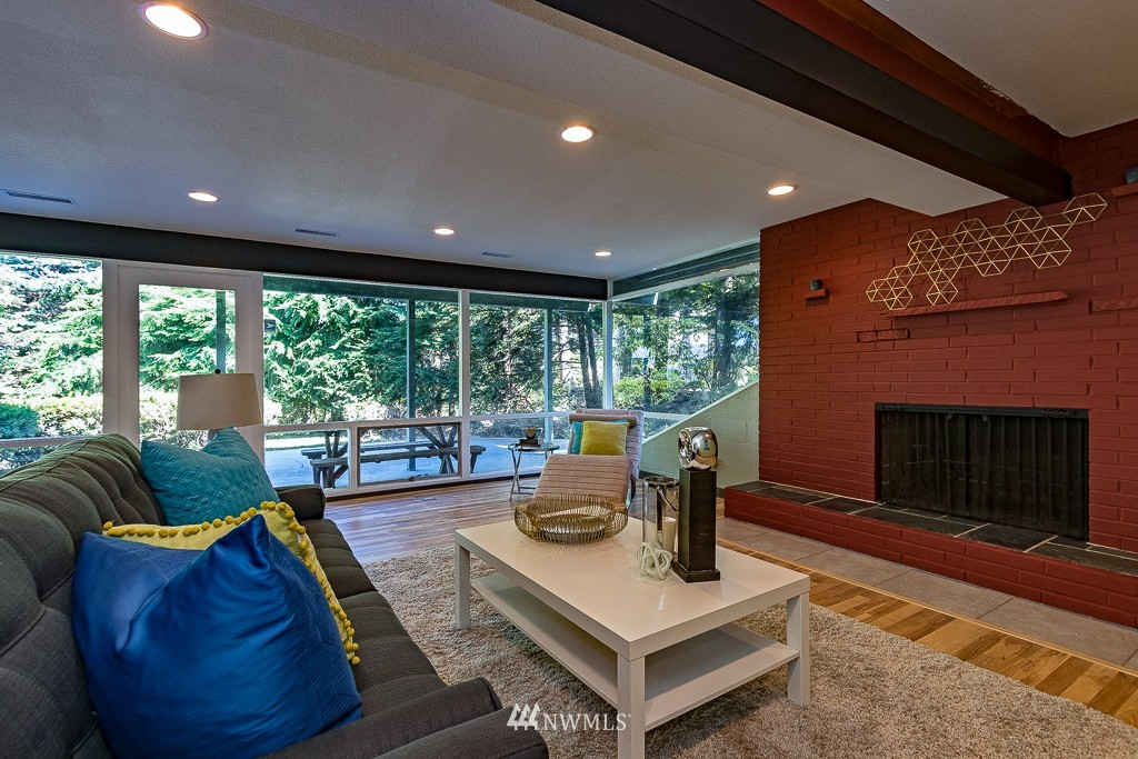 Sold Property   10033 31st Avenue NE Seattle, WA 98125 16