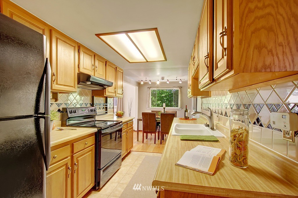 Sold Property   1554 NE 172nd Street Shoreline, WA 98155 6