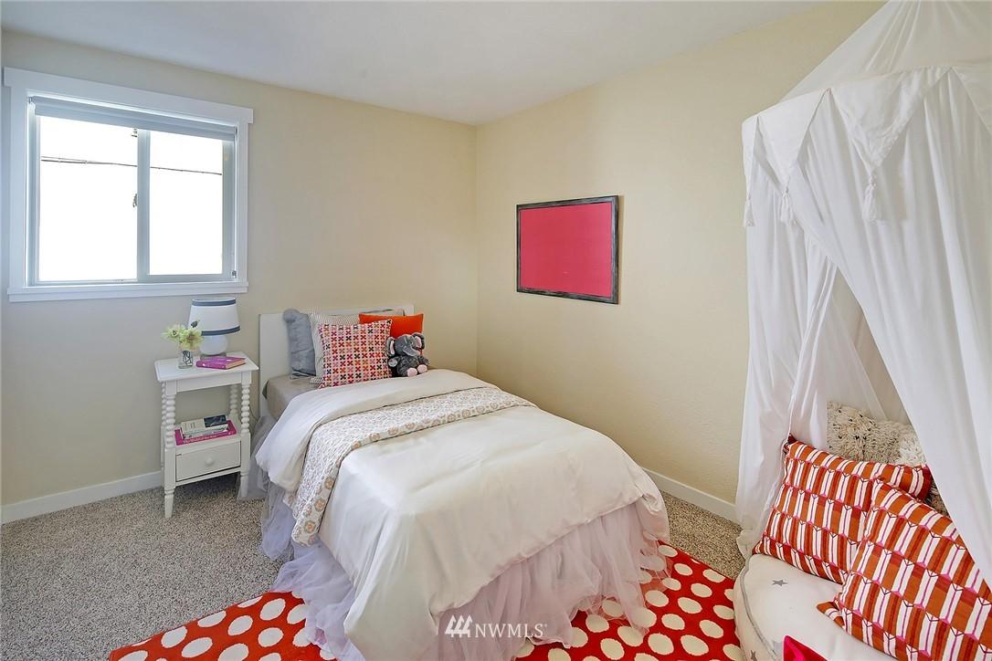 Sold Property | 9110 1st Avenue NE Seattle, WA 98115 10