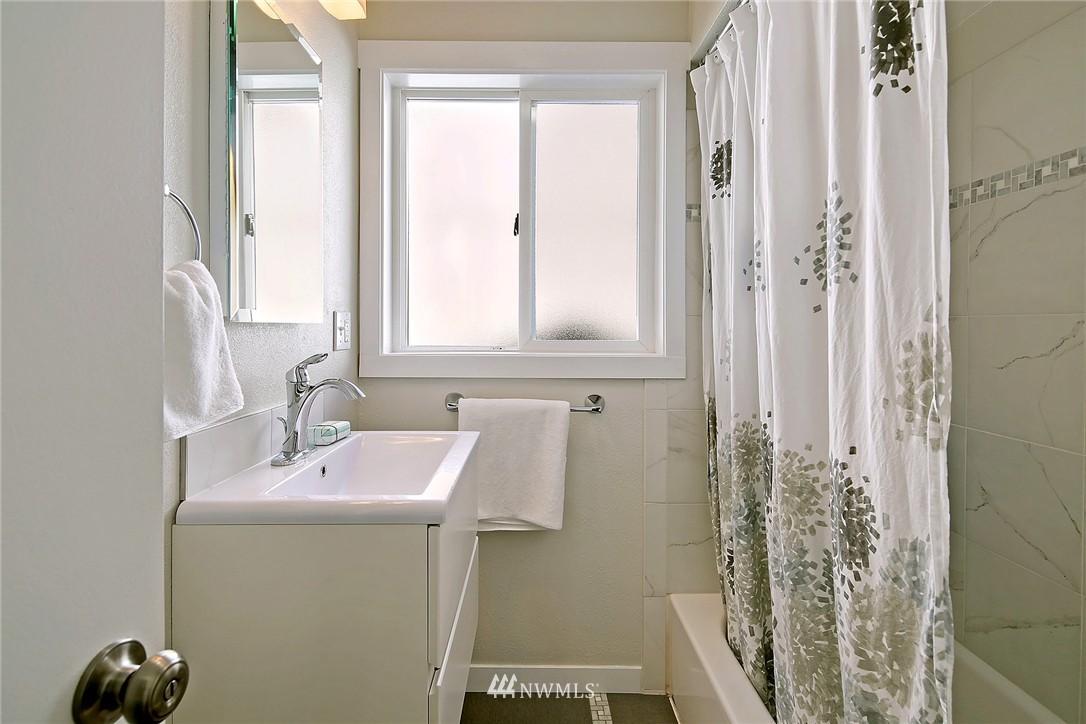 Sold Property | 9110 1st Avenue NE Seattle, WA 98115 11