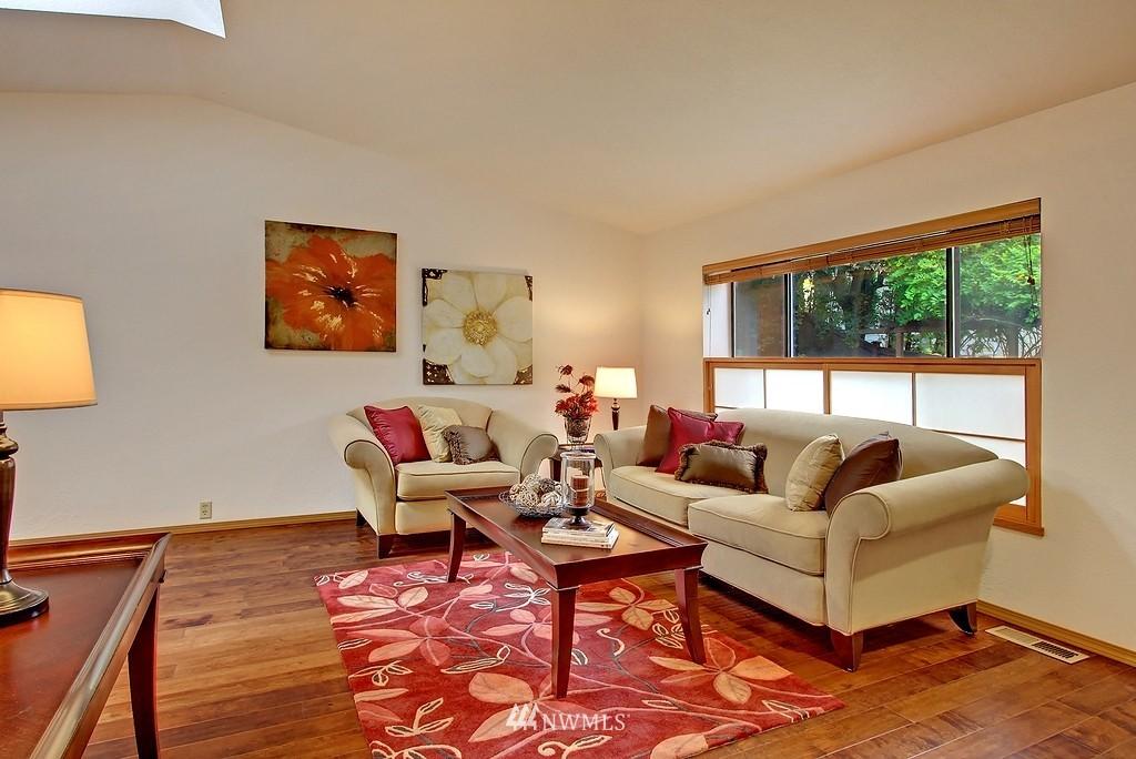 Sold Property | 8627 Ravenna  Avenue NE Seattle, WA 98115 2