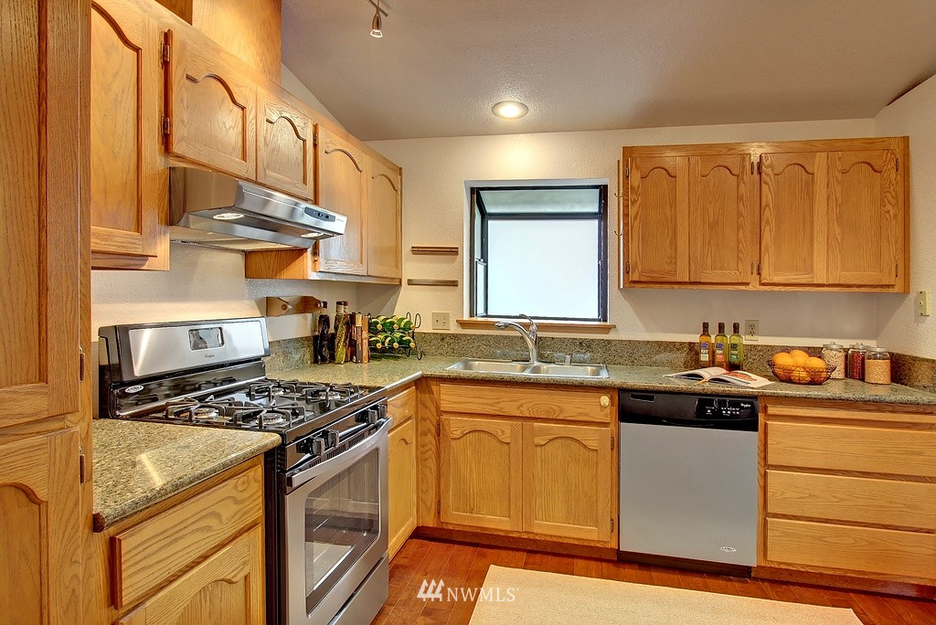 Sold Property | 8627 Ravenna  Avenue NE Seattle, WA 98115 3