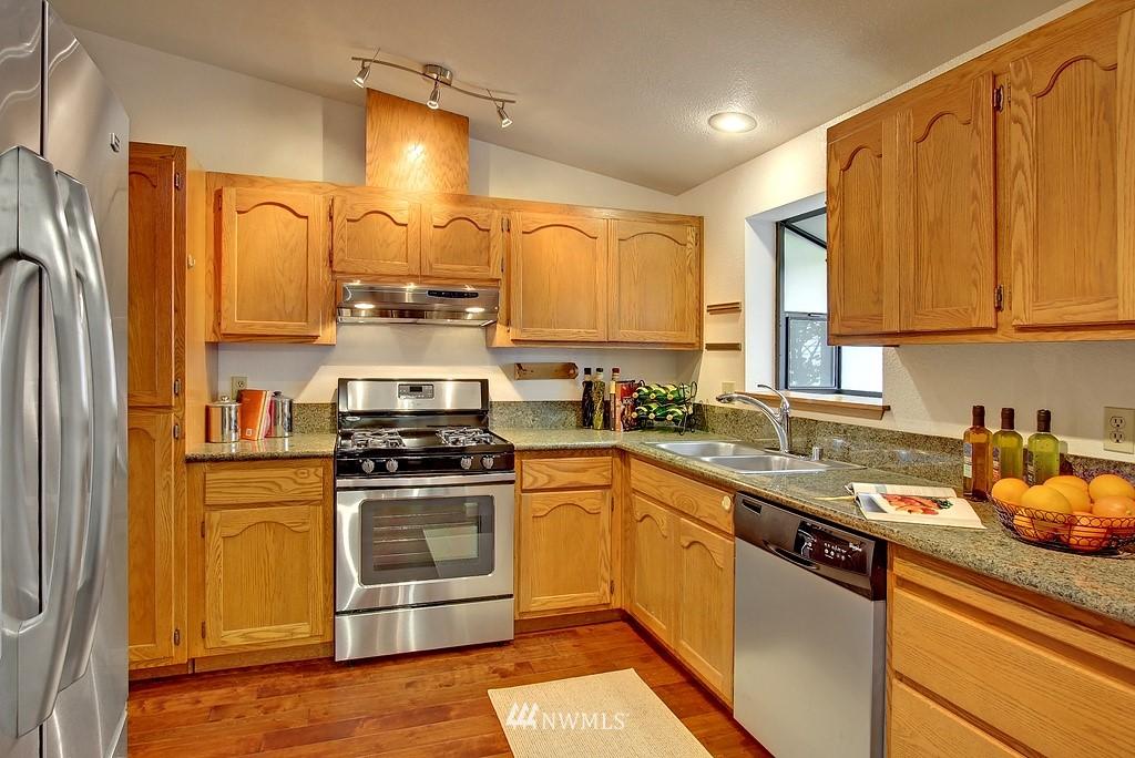 Sold Property | 8627 Ravenna  Avenue NE Seattle, WA 98115 4