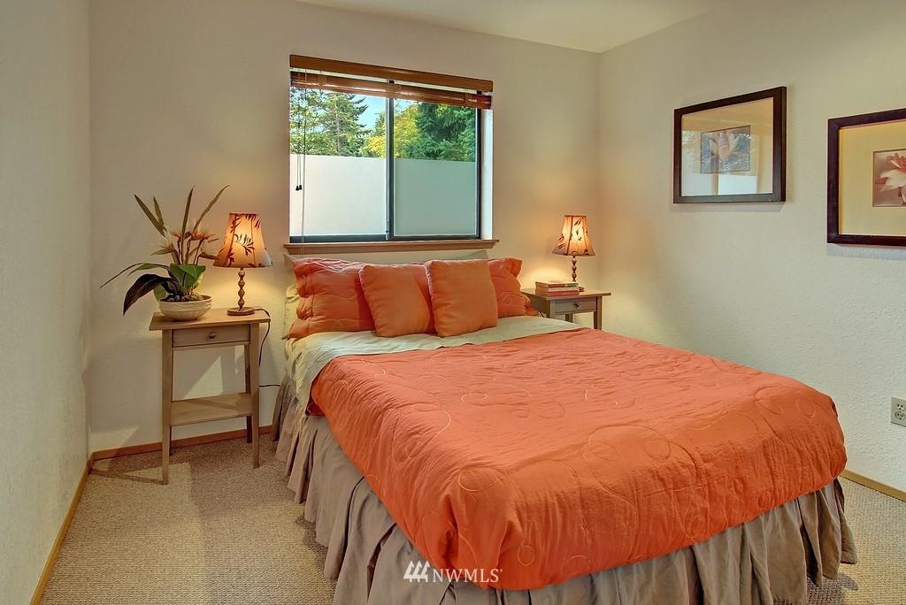 Sold Property | 8627 Ravenna  Avenue NE Seattle, WA 98115 7