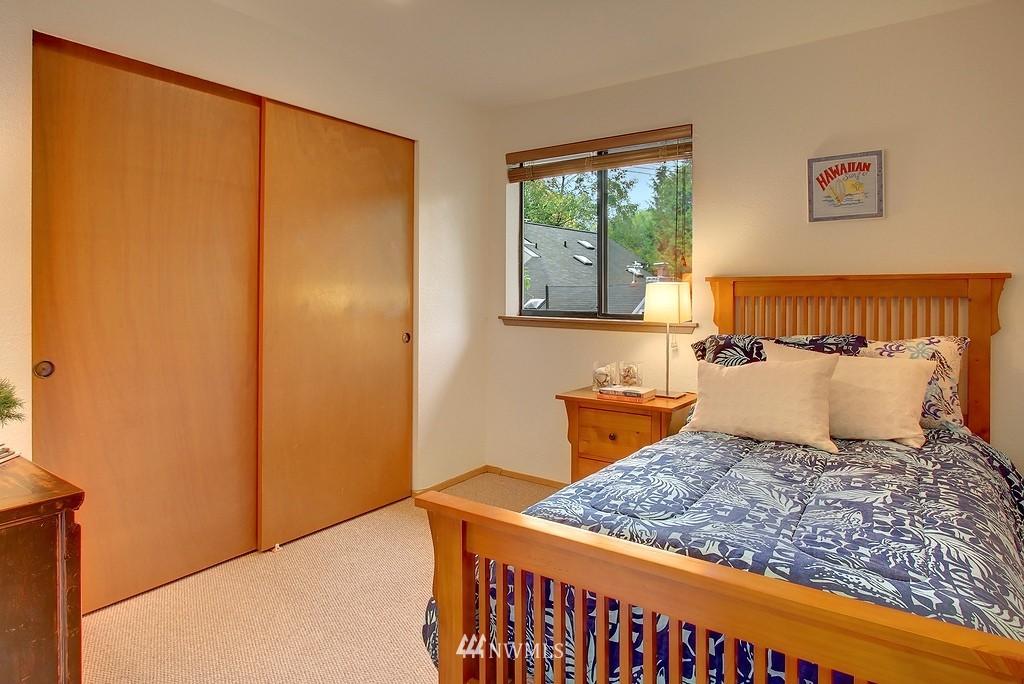Sold Property | 8627 Ravenna  Avenue NE Seattle, WA 98115 8