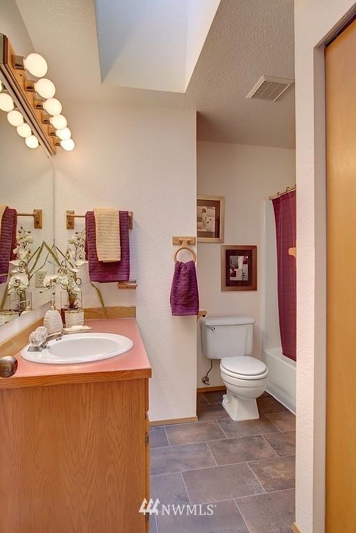 Sold Property | 8627 Ravenna  Avenue NE Seattle, WA 98115 9