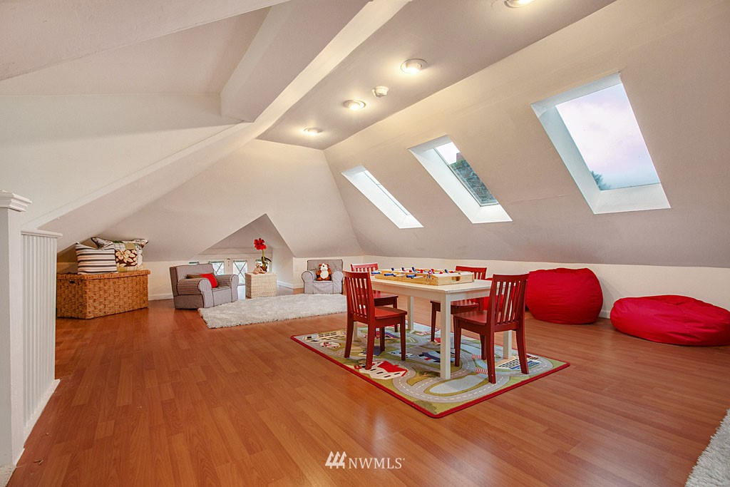 Sold Property | 4731 4th Avenue NE Seattle, WA 98105 12