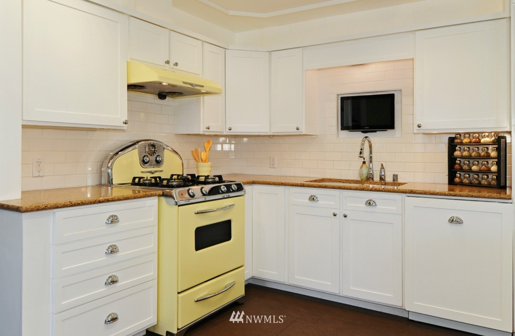 Sold Property | 9808 33rd Avenue SW Seattle, WA 98126 3