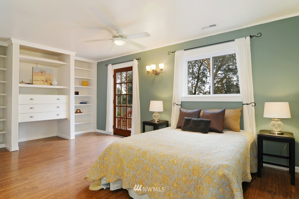 Sold Property | 9808 33rd Avenue SW Seattle, WA 98126 7