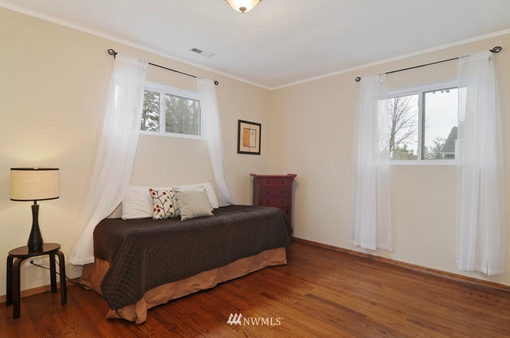 Sold Property | 9808 33rd Avenue SW Seattle, WA 98126 10