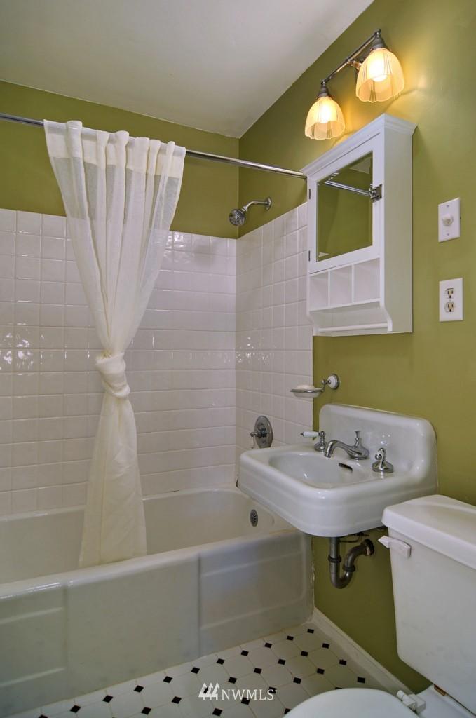 Sold Property | 9808 33rd Avenue SW Seattle, WA 98126 12