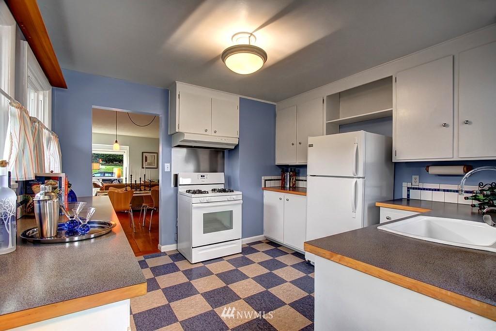 Sold Property | 3310 20th Avenue S Seattle, WA 98144 7