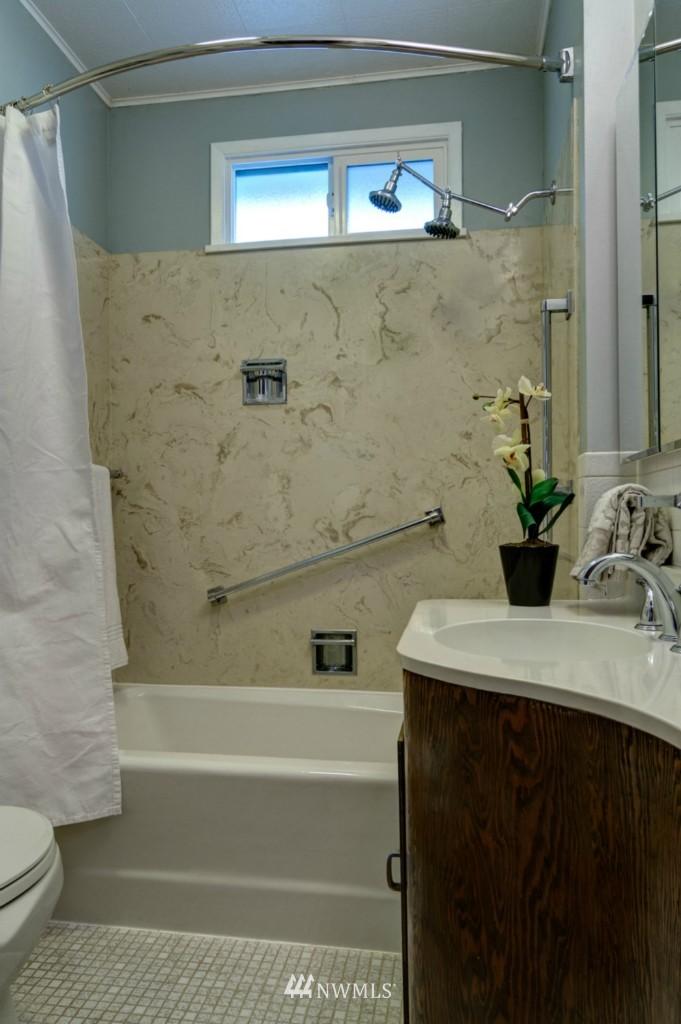 Sold Property   8038 17th Avenue NE Seattle, WA 98115 4