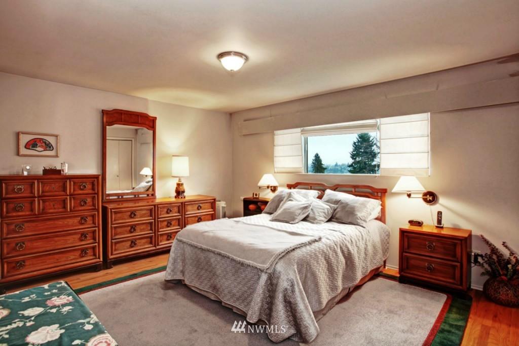 Sold Property | 2814 25th Avenue W Seattle, WA 98199 9