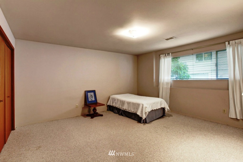 Sold Property | 2814 25th Avenue W Seattle, WA 98199 11