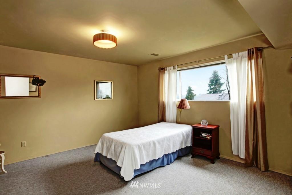 Sold Property | 2814 25th Avenue W Seattle, WA 98199 12