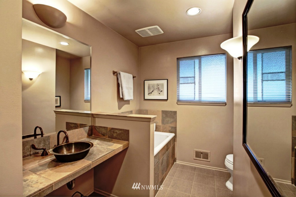 Sold Property | 2814 25th Avenue W Seattle, WA 98199 13