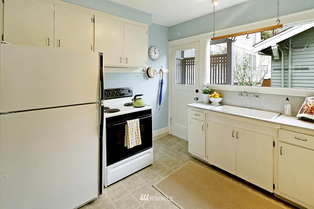 Sold Property | 7537 11th Avenue NE Seattle, WA 98115 6