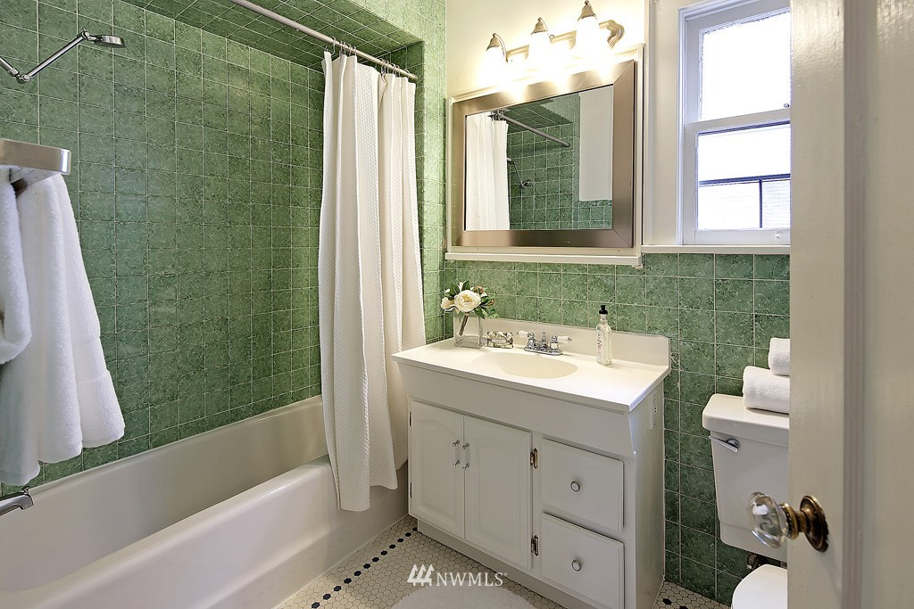 Sold Property | 7537 11th Avenue NE Seattle, WA 98115 9