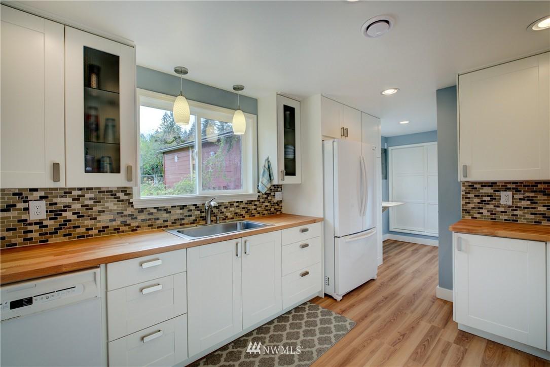 Sold Property   4035 NE 95th Street Seattle, WA 98115 7