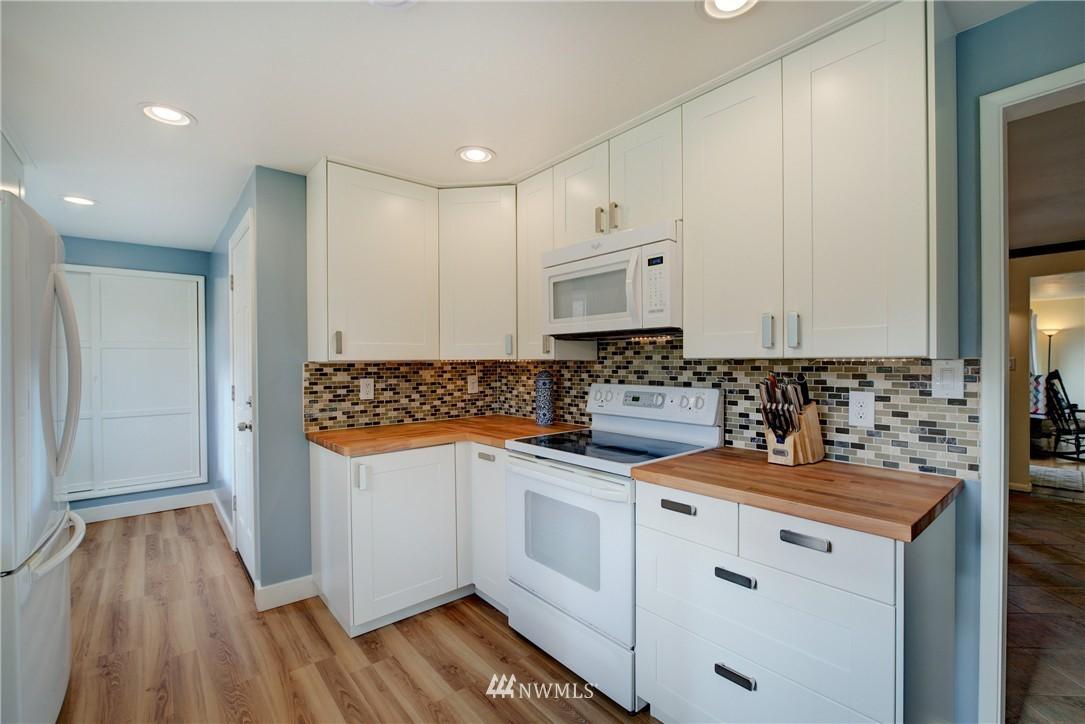Sold Property   4035 NE 95th Street Seattle, WA 98115 8