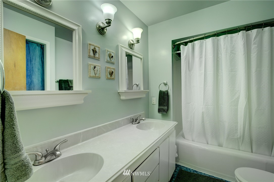 Sold Property   4035 NE 95th Street Seattle, WA 98115 12