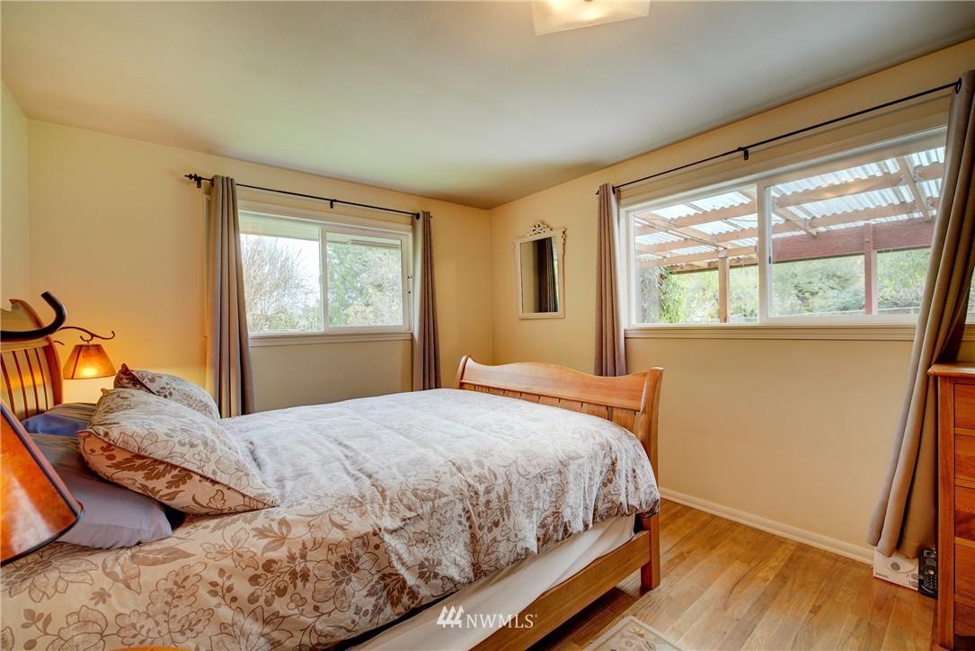 Sold Property   4035 NE 95th Street Seattle, WA 98115 13