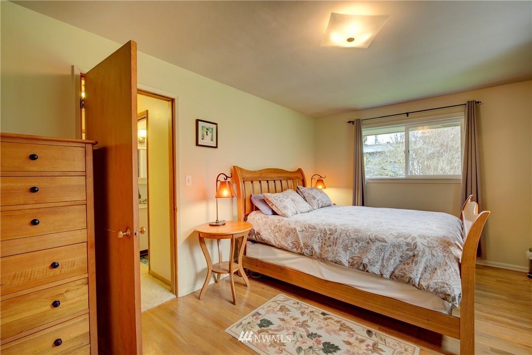 Sold Property   4035 NE 95th Street Seattle, WA 98115 14