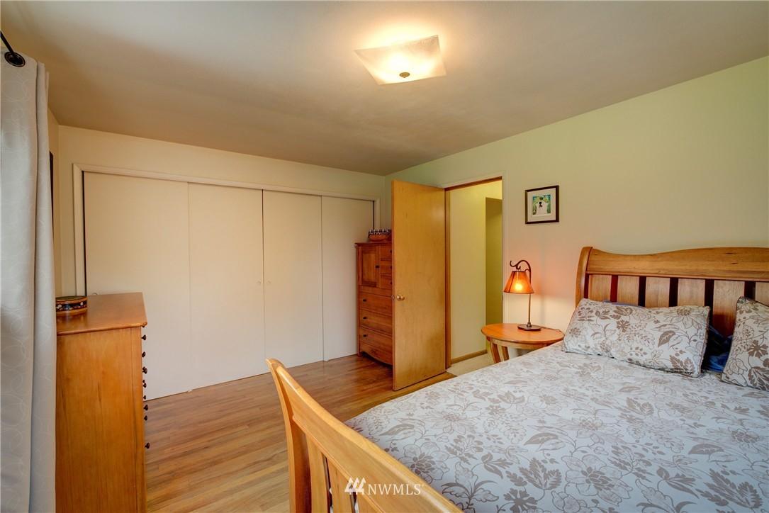 Sold Property   4035 NE 95th Street Seattle, WA 98115 15