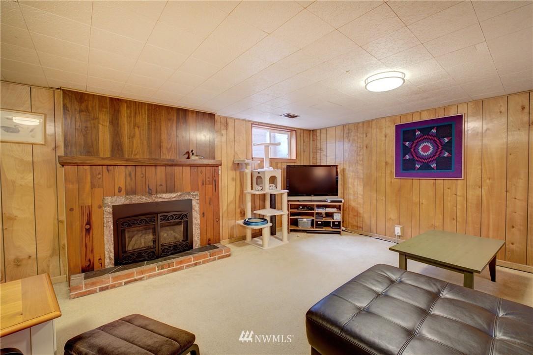 Sold Property   4035 NE 95th Street Seattle, WA 98115 17