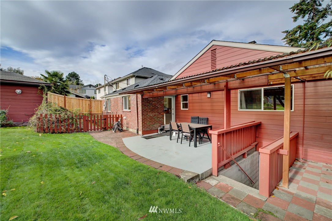 Sold Property   4035 NE 95th Street Seattle, WA 98115 21