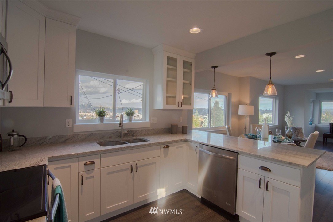 Sold Property | 7303 7th Avenue SW Seattle, WA 98106 3