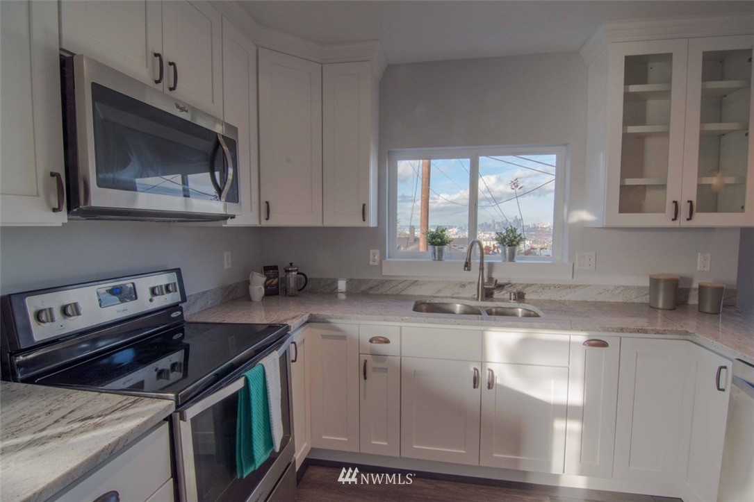 Sold Property | 7303 7th Avenue SW Seattle, WA 98106 9